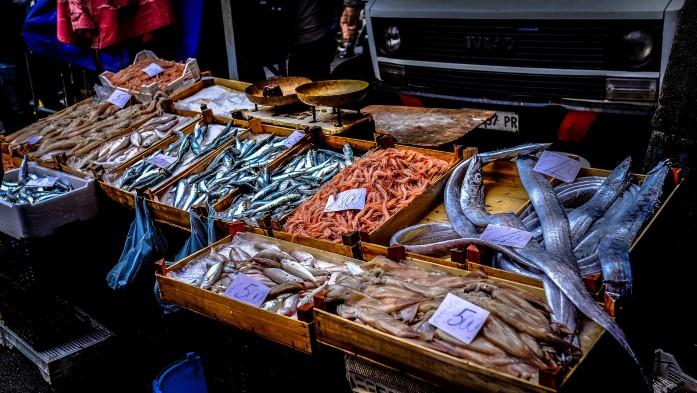 Tanie jedzenie w Bari - targ rybny