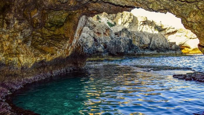 Apulia atrakcje - naturalny basen