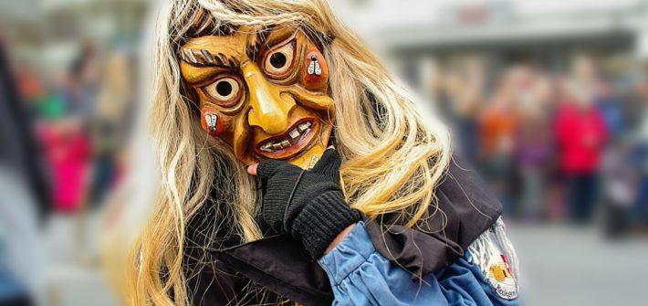 Karnawał - kobieta w masce