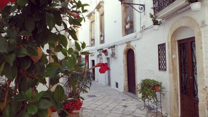 Apulia atrakcje - uliczki Locorotndo