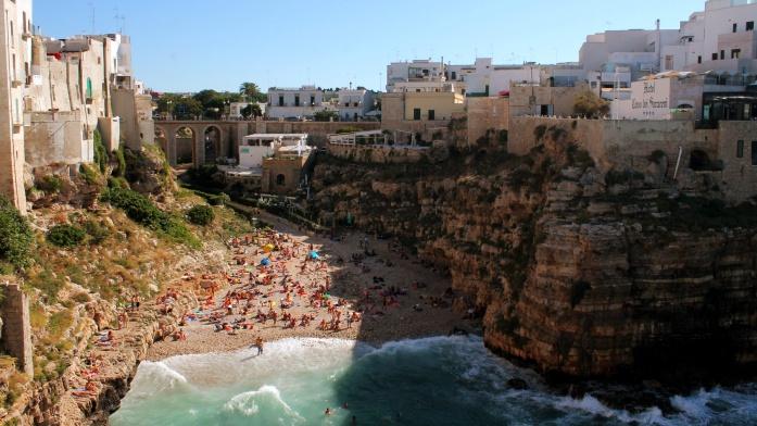 Zwiedzanie Apulii samochodem - widok na plażę
