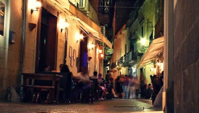 Apulia kierunki podróży Lecce nocą